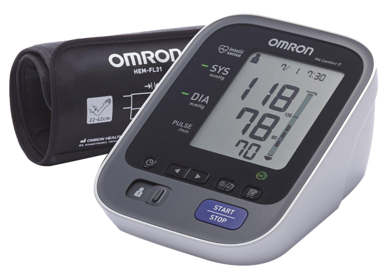 Misuratore elettronico di pressione da braccio, Omron M6 è dotato di un bracciale Intelli Wrap di nuova concezione, con <strong>sensore che avverte nel caso di errato posizionamento</strong>. Il manicotto si adatta a ogni circonferenza compresa tra 22 a 42 cm e <strong>l'apparecchio può tenere in memoria due utenti con 100 dati ognuno</strong>, La tecnologia Intellisense avverte in caso di esagerato movimento del braccio o di irregolarità nel battito cardiaco. Il display è molto grande e di facile leggibilità, con indicatore in due colori: verde quando i valori rientrano nella norma e arancione quando i dati sono fuori regola.
